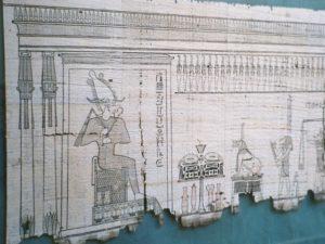 古代エジプトでは霊魂は不滅と考えられ、死者は復活するとされていた。その死と再生を司る神がオシリス。『死者の書』に描かれたオシリスの姿(Photo taken by Hajor, Dec.2002, From Wikimedia Commons)