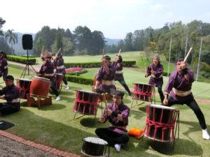 地元太鼓チームの演奏により華やかに開幕