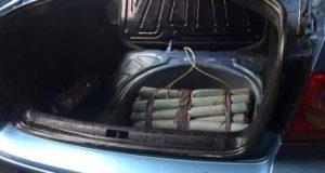 ダイナマイトが積み込まれた車(Polícia Nacional do Paraguai/Divulgação)