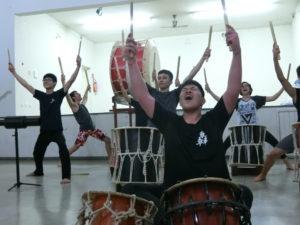 地元太鼓チーム「轟太鼓」が熱演