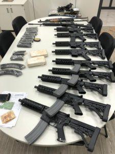 サントス・ドゥモン空港で押収された武器や麻薬(Divulgação/Polícia Federal)