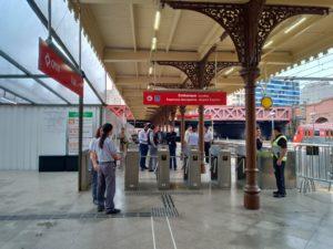 グアルーリョス行きの電車が停まるプラットフォーム