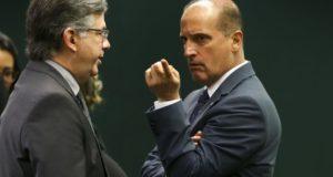 ボウソナロ政権発足時には官房長官就任が有力視されているロレンゾ・オニキス下議(右・Marcelo Camargo/Agencia Brasil)