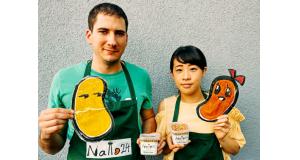 柴さん(左)と夫のレネさん(本人提供)