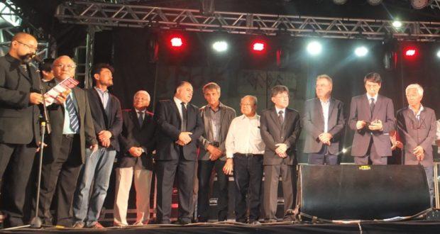当日の式典の様子(中央がレナト氏、右から二人目が山田大使)