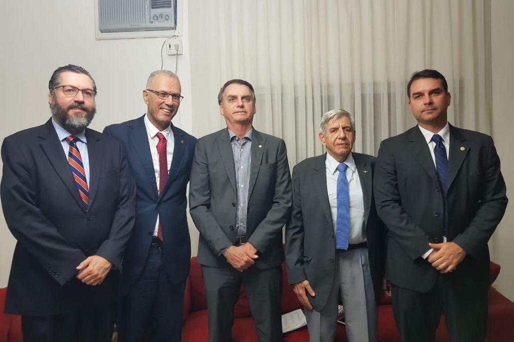 イスラエル大使との会談後に(28日、Assessoria de Comunicação Bolsonaro)