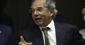 上下合同両院予算委の会合に招かれたパウロ・ゲデス次期経済相(Rodrigues Pozzebom/Agencia Brasil)