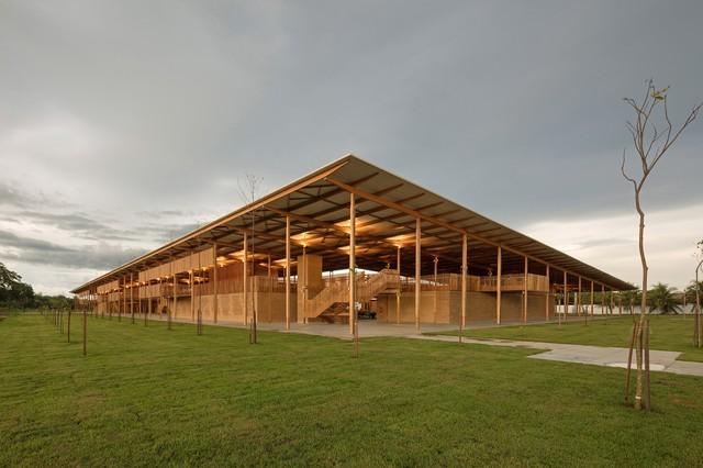 繊細な木造建設の施設(Leonardo Finotti/Divulgação)