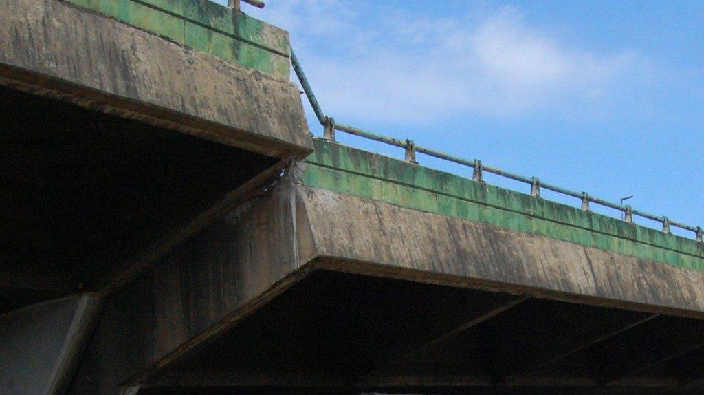 問題の高架橋(secom)