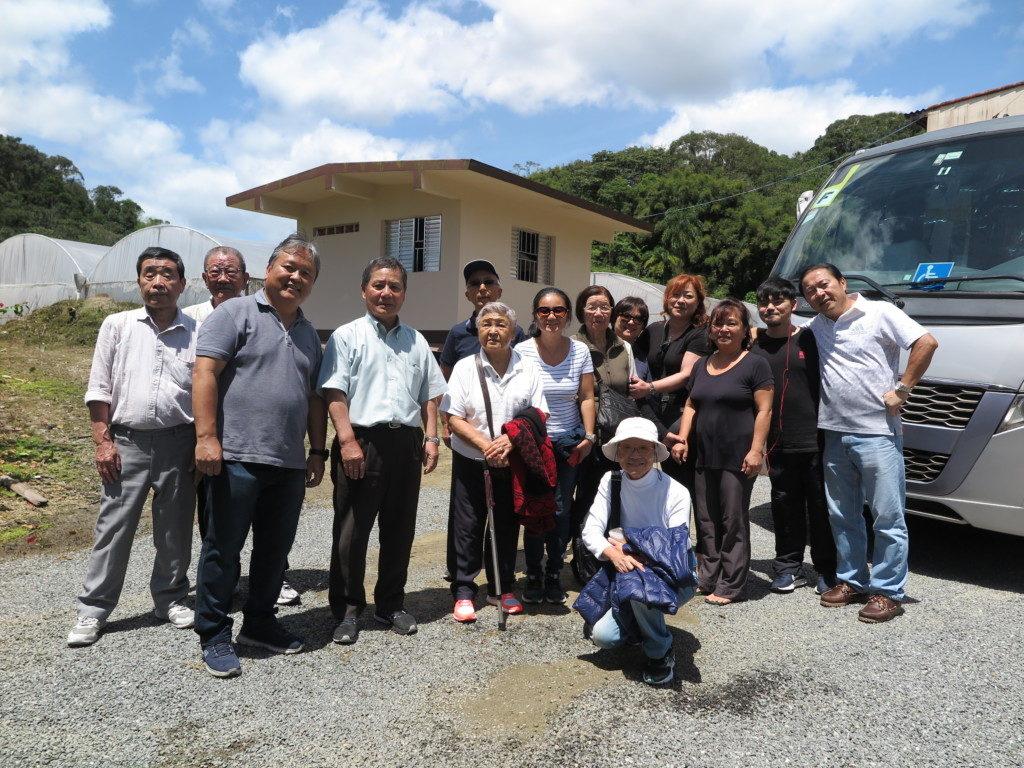 ブラジル岐阜県人会の一行と記念撮影