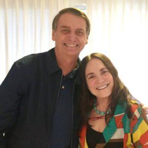 ボウソナロ氏とレジーナ(@jairbolsonaro)