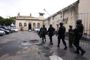 昨年1月にマナウスの刑務所制圧に入った軍警(Marcelo Camargo/Agencia Brasil)