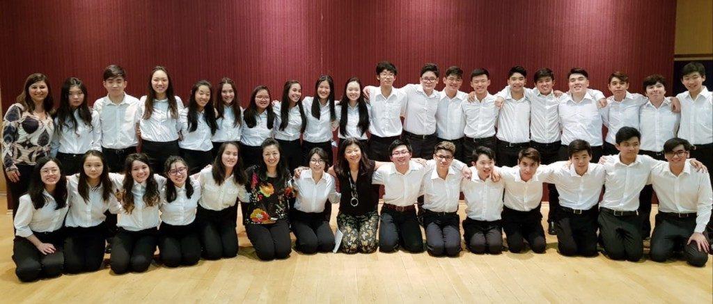 訪日使節団に参加する生徒ら(提供写真)