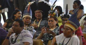 09年の判決の内容を他の先住民保護区の制定にも適用するよう求めた裁判に出席したラポーザ・セーラ・ド・ソルの先住民達(Valter Campanato/Agência Brasil)