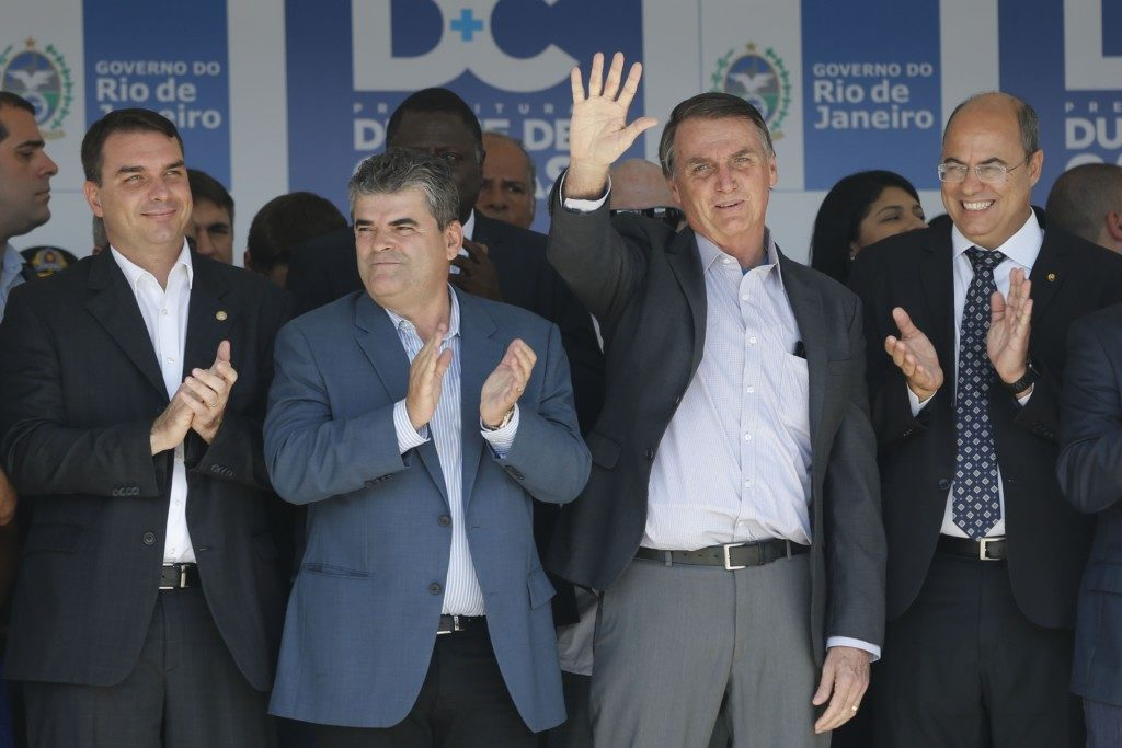 17日のフラヴィオ氏(左)(Tânia Rêgo/Agência Brasil)