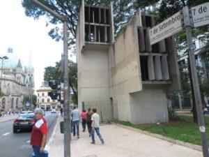 今のLargo Sete de Setembro(9月7日広場)は200年前はpelourinho(さらし者にする場所)だった