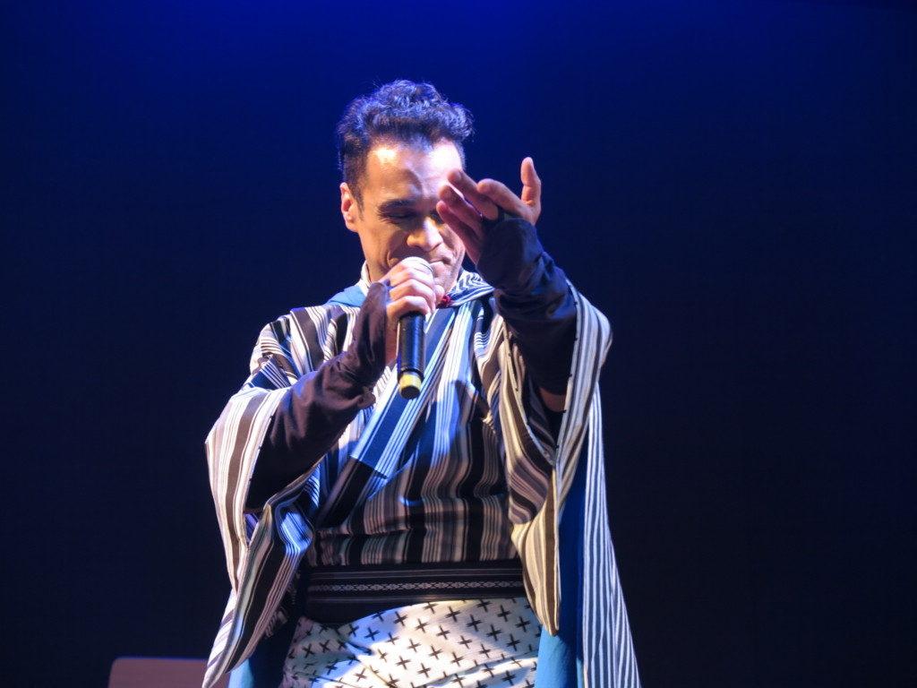 指先と表情に独特の表現力があるエドアルドの歌
