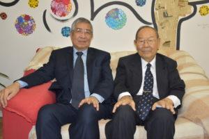 来社した近沢さん、清水さん(右から)