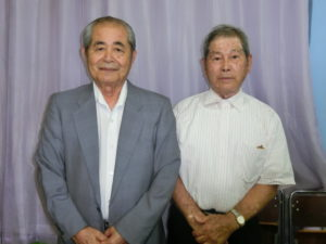 (左から)知念会長、松本副会長
