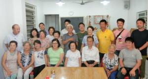 新潟県人会で送別会が行われた(右端4人の青年が研修生)