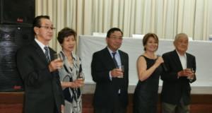 パラナ全州から約150人が参加した(左端が鈴木新会長)