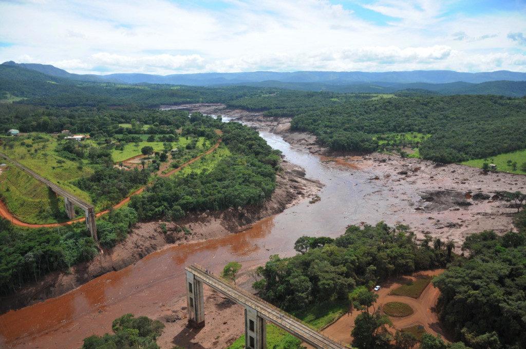 鉱滓が流れ込んだパラオペバ川(Vinicius Mendonça/Ibama)