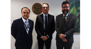 (右から)後任のAPEX会長となったヴィラウヴァ氏と、ボウソナロ大統領、アラウージョ外相(Jair Bolsonaro/Redes Sociais)