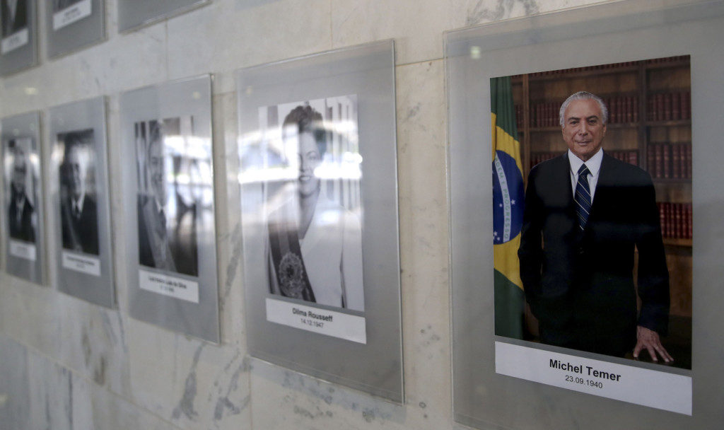 歴代大統領の写真ギャラリーに加えられたテメル大統領(Wilson Dias/Ag. Brasil)
