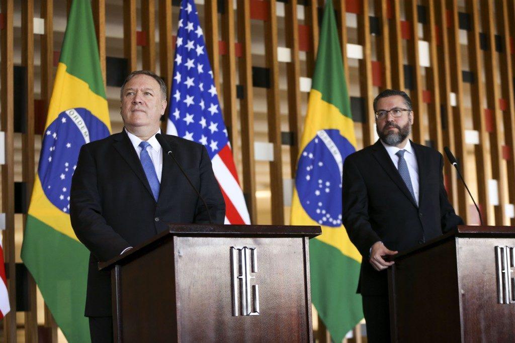 2日に共同記者会見を行った、ブラジのアラウージョ外相(右)と米国のポンペオ務長官(Marcelo Camargo/Ag. Brasil)