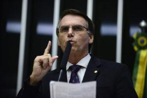 2016年、ジウマ大統領の下院での罷免審議の際のボルソナロ氏(Nilson Bastian/Câmara dos Deputados)