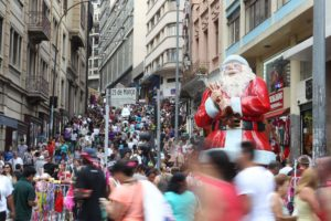 歳末商戦でにぎわうサンパウロ市の3月25日街(Paulo Pinto/Fotos Públicas)