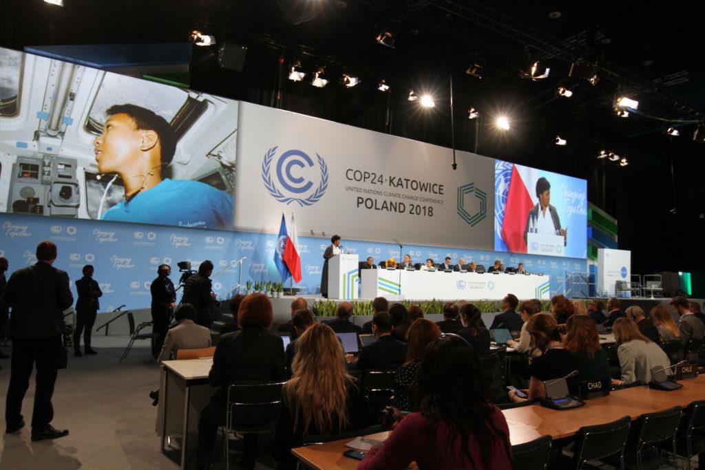 ポーランドで開催されたCOP24の一幕。この会議で、次回開催国は伯国と公表されるはずだったが(Unclimatechange)