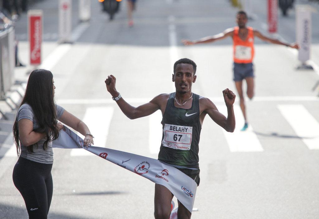 男子の部で優勝したベザブ選手(Paulo Pinto/Fotos Publicas)