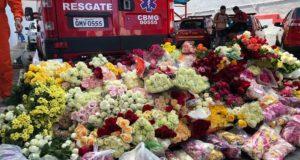 式典には多くの人々が花を手向けた(Ana Graziela Aguitar/TV Brasil)