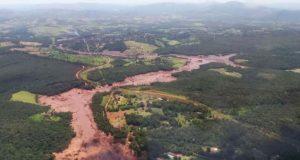ブルマジーニョの鉱滓ダムから出た有毒汚泥は、パラオペバ川に流れ込み、下流のサンフランシスコ川に向かって下降している
