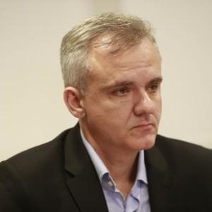 「報告書は差し迫った危機を示すものではなかった」と苦しい弁明をするルシアノ・シアーニ氏(Fernando Frazao/Ag. Brasil)