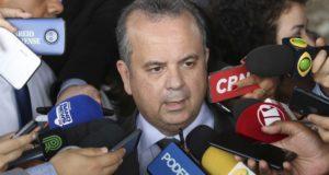 「65/62」発表を行った、ロジェリオ・マリーニョ社会保障・労働特別局長(Rodrigues Pozzebom/Agencia Brasil)