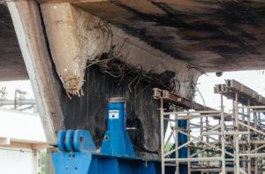 昨年11月に橋が大きくずれた、ピニェイロス環状道路の高架橋(参考画像・Leon Rodrigues/SECOM)