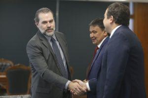 ジアス・トフォリ最高裁長官(左・Valter Campanato/Ag. Brasil)