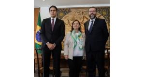 ベネズエラ支援問題を話し合った(左から)トレド議員、ベレンドリア大使、アラウージョ外相(twitter:@LesterToledoより)