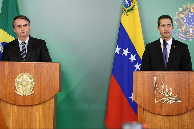 ボウソナロ、ブラジル大統領(左)と、グアイド暫定大統領(右)(Marcos Corrêa/PR)