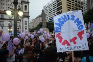 ラ米で女性殺人が多いのは男性至上主義のせいだと抗議する女性達(Arquivo/Fernando Frazão/Agência Brasil)