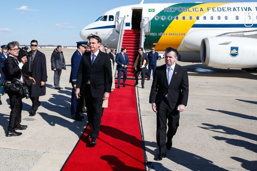 17日、米国に到着したボルソナロ大統領(Isac Nóbrega/PR)