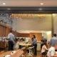 MAWARI=高級志向の日本式回転寿司=味とブラジル一長いレーンで勝負