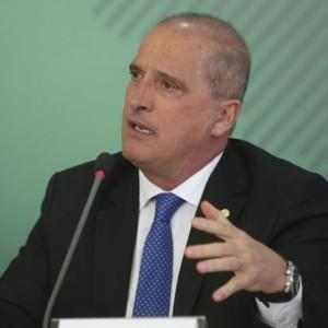 トラック業界への懐柔案を発表するロレンゾーニ官房長官(Antonio Cruz/Ag. Brasil)