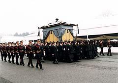 1989年2月24日、昭和天皇の大喪の礼「葬場殿の儀」(Website of the Imperial Household Agency)