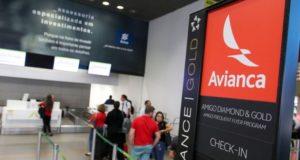 欠航が相次ぎ、客の姿もまばらなアヴィアンカのカウンター(Fabio Rodrigues Pozzebom/Agência Brasil)