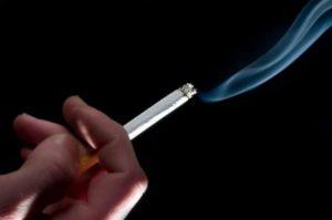 喫煙はがん患者の発生や死にも大きな影響を与えている(Banco Mundial/ONU)