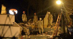 倒壊現場での捜索・救出活動は夜を徹して行われていた(Fernando Frazão/Agência Brasil)