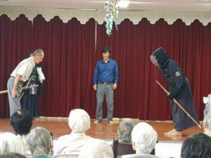 4年前に貰った竹刀を手に試合に参加する高齢者